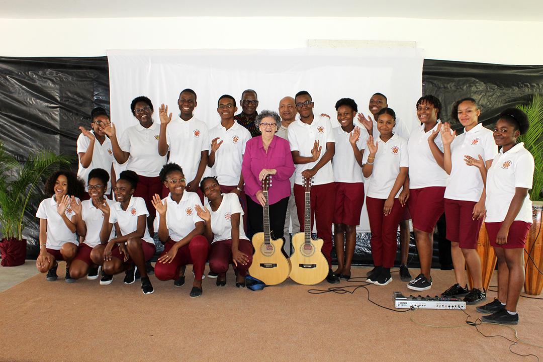 Foto de familia com estudantes
