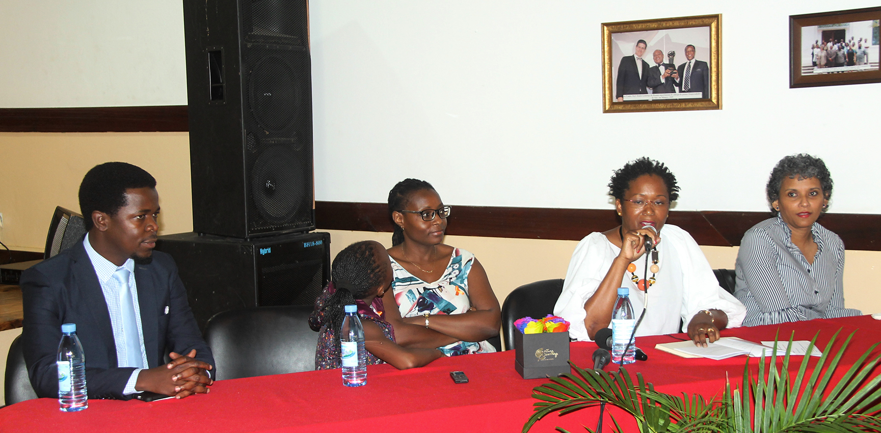 Painel que presidiu o workshop sobre a celebracao do mes de luta contra cancro